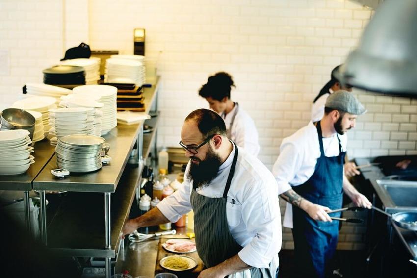 Các công việc nhà hàng - dịch vụ ăn uống đòi hỏi nhiều kinh nghiệm sống và áp lực cao