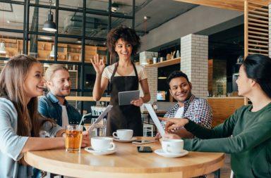 Kỹ năng giao tiếp là tối quan trọng với mọi nhân sự của nhà hàng