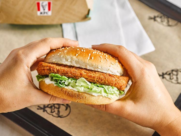 KFC nhanh chóng gia nhập đường đua thị trường với burger chay tù protein thực vật