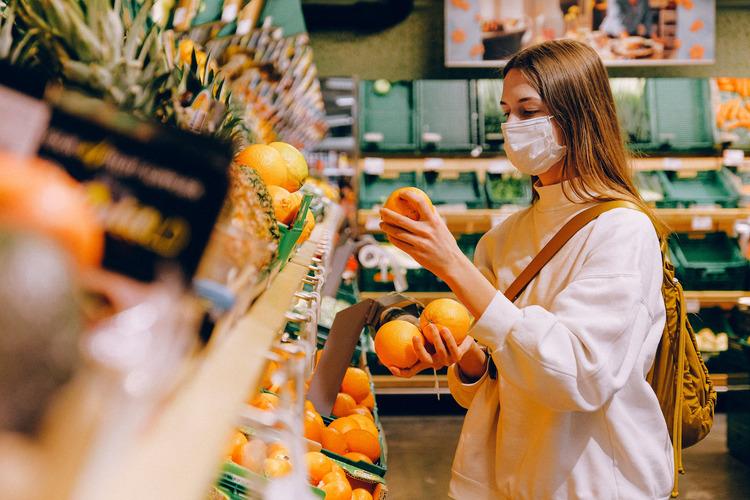 Người tiêu dùng Anh tích cực mua sắm các loại trái cây giàu vitamin C để tăng cường miễn dịch