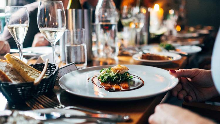 Nhiều nhà hàng cung cấp dịch vụ nấu ăn tại nhà các thực khách